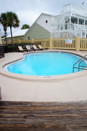 Sunbird Condominiums: One of the pools at the sunbird