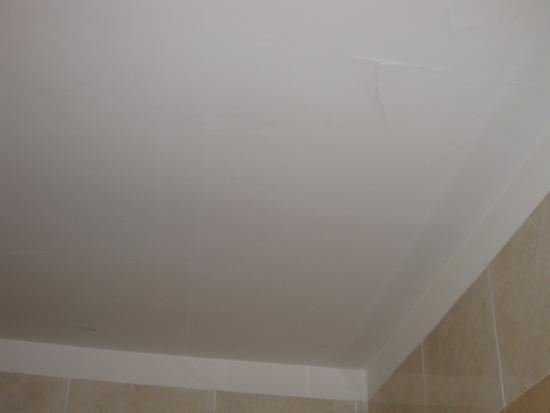 Dusche Decke Schimmel : Schimmel ?ber der Dusche , Duschtasse hatte Sprung , Schimmel ist