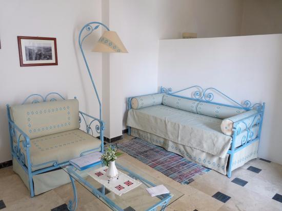 Omu Axiu: Le salon de la suite