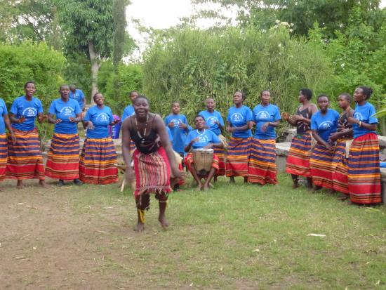 Kyambura Gorge Lodge: Local Dancers