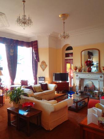 Shirley Hotel: Bar/sitting room