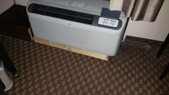 Quality Inn & Suites-Capital District: A/C held up by a 2x4