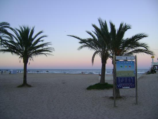 Playa de gand a gand a valencia picture of playa for Hotel familiar valencia playa