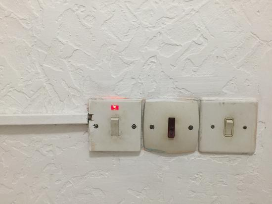 Cariblue Hotel and Scuba Resort: Electric sockets in room