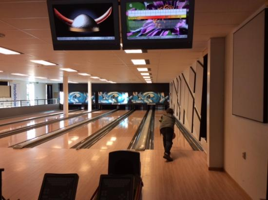 Best Western Arjang Hotel : Bowling Hall for all ages
