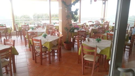 Grand Beach Hotel: Speisesaal