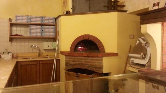 Vitolini, Italie : Il forno a legna