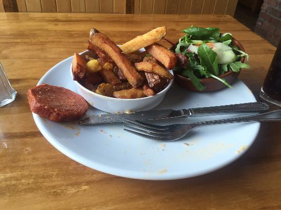 Olde Bakery Restaurant & Bar : Chips that have seen better days