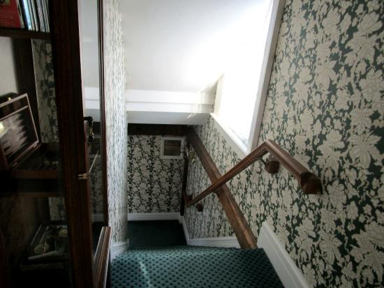 The Rochester Inn: Stairs Leading from Parking Lot Up to 2nd Floor