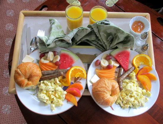The Rochester Inn: Home-made Breakfast Served in Your Room