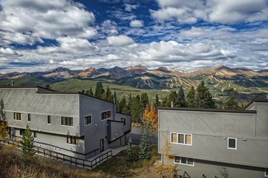 Gold Point Resort : View of the Ten Mile Range