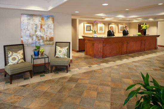 Silver Cloud Inn Redmond: Front Desk
