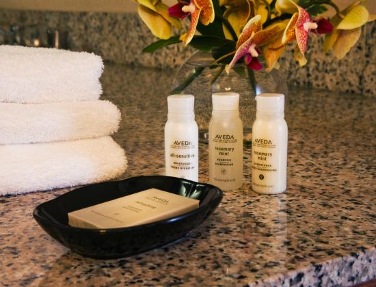 Silver Cloud Inn Redmond: Aveda Bath Products