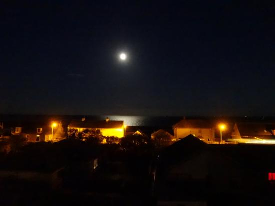 Seaview Guest House: Night view with full moon from Room #6