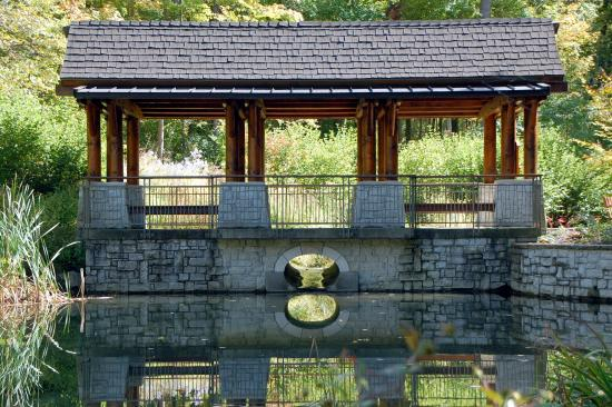 Hills and Dales MetroPark: The pavilion overlooking Dogwood Pond