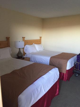 Lodge at Bromley: Two comfortable queen beds in our room