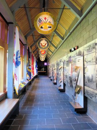 Vails Gate, نيويورك: Hallway to Purple Heart Museum