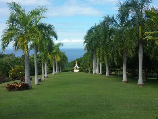 Paleaku Gardens Peace Sanctuary: well groomed