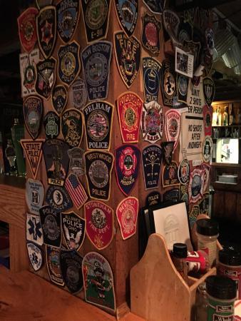 Shannon Door Pub: Simpático restaurante.  Tem a vantagem de ficar aberto até altas horas.