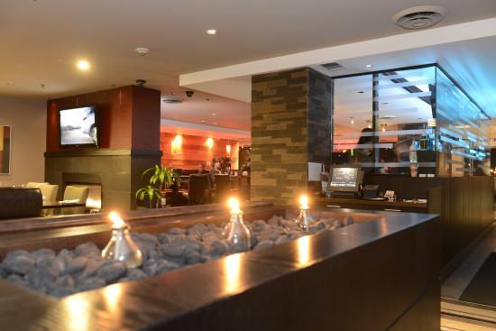 Holiday Inn Hotel & Suites Surrey East - Cloverdale: Charcoal and Woods Sports Bar Dinning Room