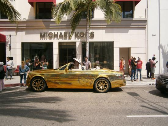 rodeo drive shopping experience essay