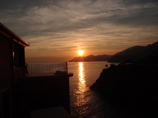 Luxury Apartments Manarola: Sunset from the terrace