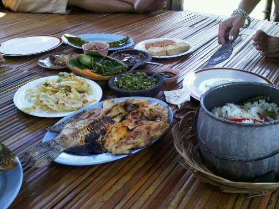 saung jembar tasikmalaya restaurant reviews photos tripadvisor rh tripadvisor co za