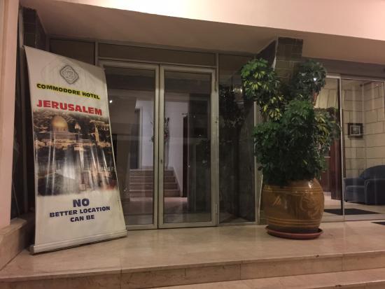 Commodore Hotel Jerusalem: hotel entrance