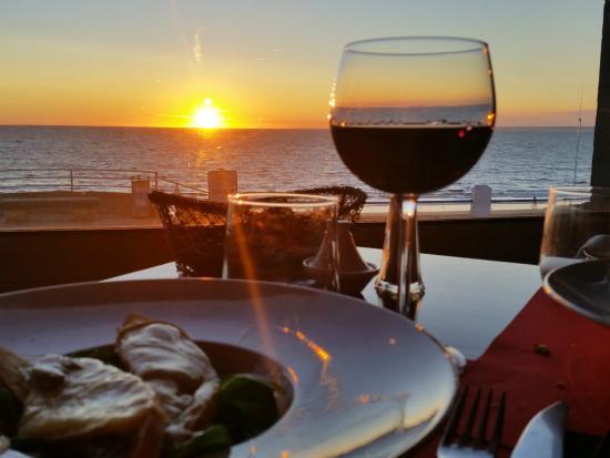L'Empreinte Restaurant : Un coucher de soleil juste de niveau