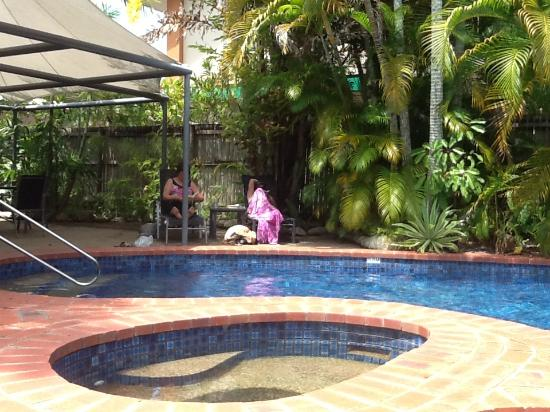 At the Mango Tree Holiday Apartments: Poolside