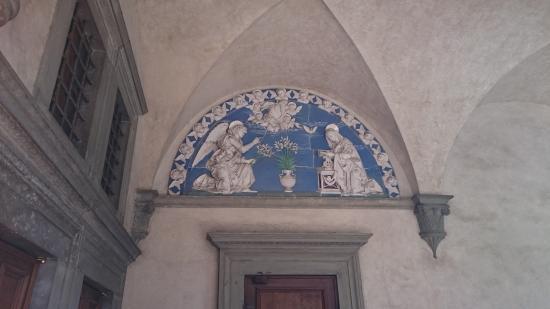 Spedale degli Innocenti : украшения на фасадах