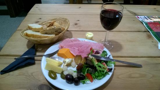 Bolton, UK: Beer or Red Wine Ploughman's Lunch