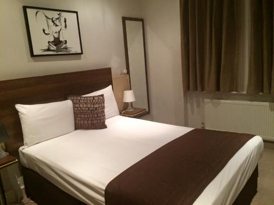 room picture of avni kensington hotel london tripadvisor. Black Bedroom Furniture Sets. Home Design Ideas