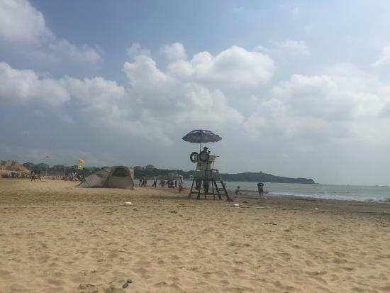Nansha Beach: Нельзя сказать, что это пляж, где много народу.