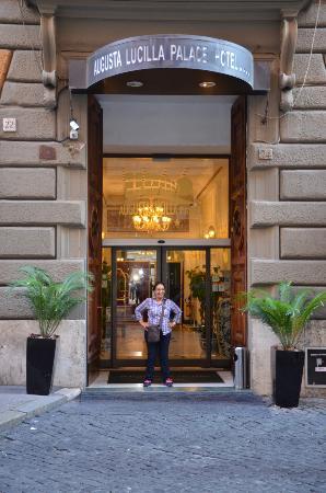 Augusta Lucilla Palace: Entré de l'hôtel