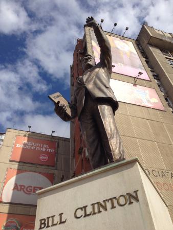 Bill Clinton Statue: Statua di Bill Clinton a Pristina