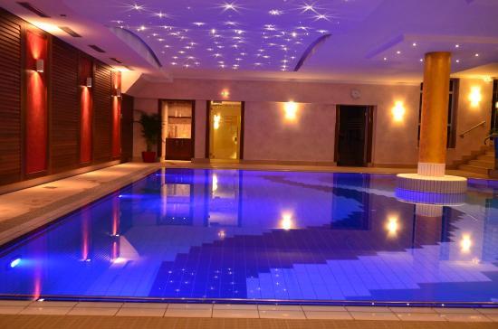 Bad Sternenhimmel thermalbad i mit swarovski sternenhimmel bild vitalhotel bad
