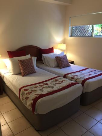 Central Plaza Port Douglas: 2nd bedroom, 2 single beds