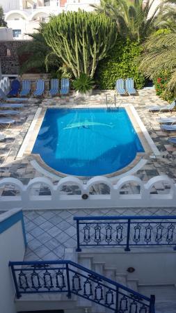 Pension George: La piscina de la pensión. Muy bonita.