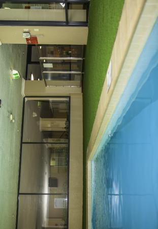 ستارويست أبارتمنتس ألديرني أون هاي: Indoor Heated Pool