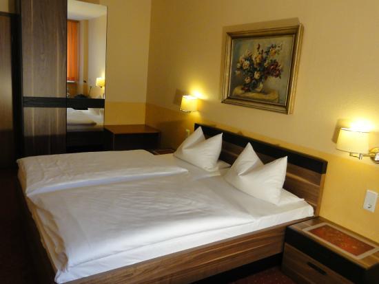 Hotel garni Probst: 08_Doppelzimmer_SonyHX5V_3648x2736_RMB
