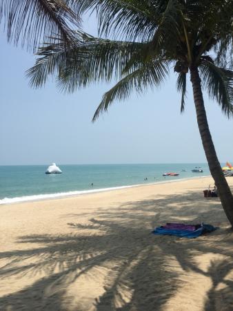 Lamai Inn 99: наш пляж, вид из ресторана отеля