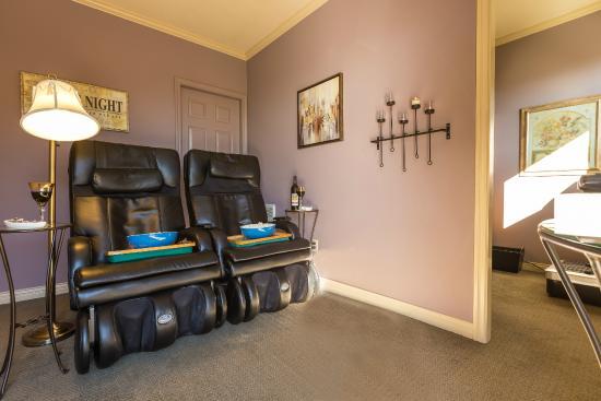 A Vista Villa S Retreat Maging Recliners In Private Media Room