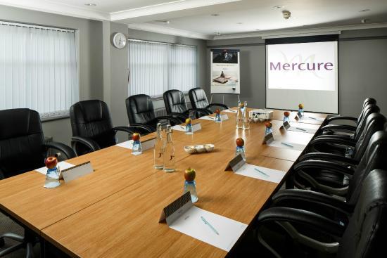 Mercure London Watford Hotel: Harrow Suite