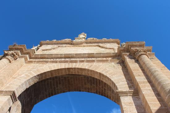 Arco di Sant'Angelo o Porta Napoli