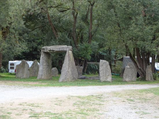Little Stonehenge auf dem Campingplatz - Bild von Adventure Camp ...