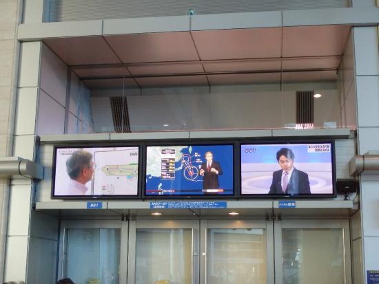 エントランスにあるテレビスクリーン - 中央区、NHK大阪放送局BKプラザ ...