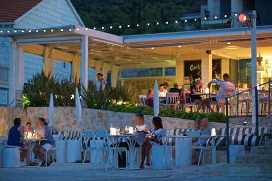 The seaside terrace & Lounge