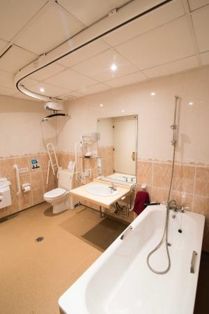 Park House Hotel Bathroom With Tracking Hoist