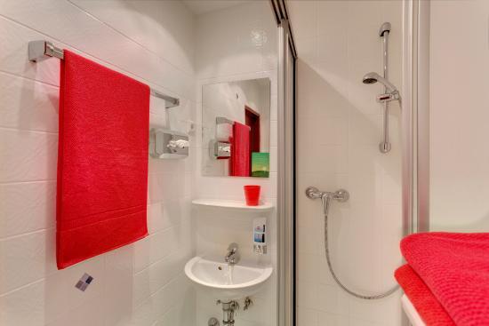 meininger hotel köln city center badezimmer - picture of meininger, Badezimmer